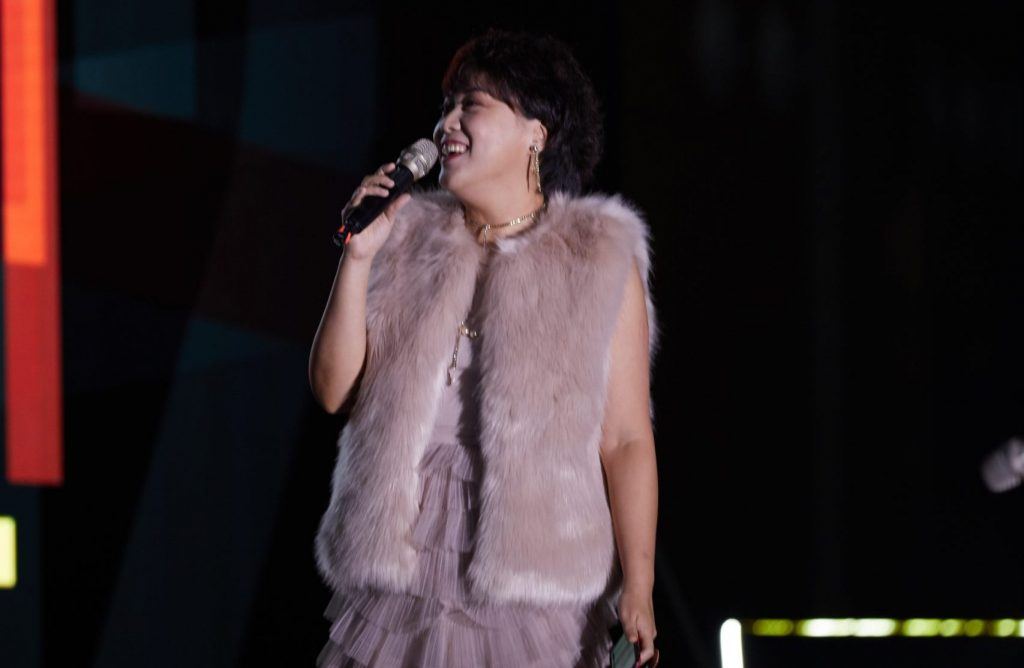 5.The singing performance by the prettiest CMO in the house.
